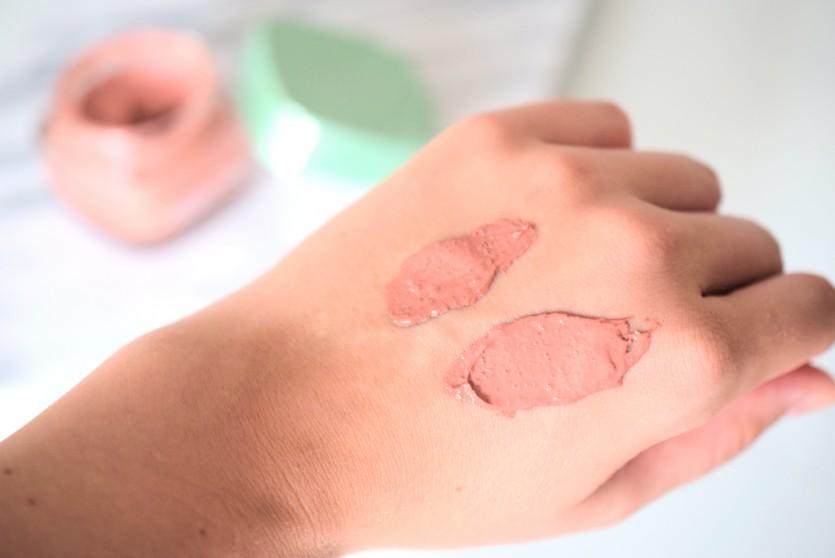 Scheinwerfer auf die Peeling Maske von L'Oréal mit Tonerde