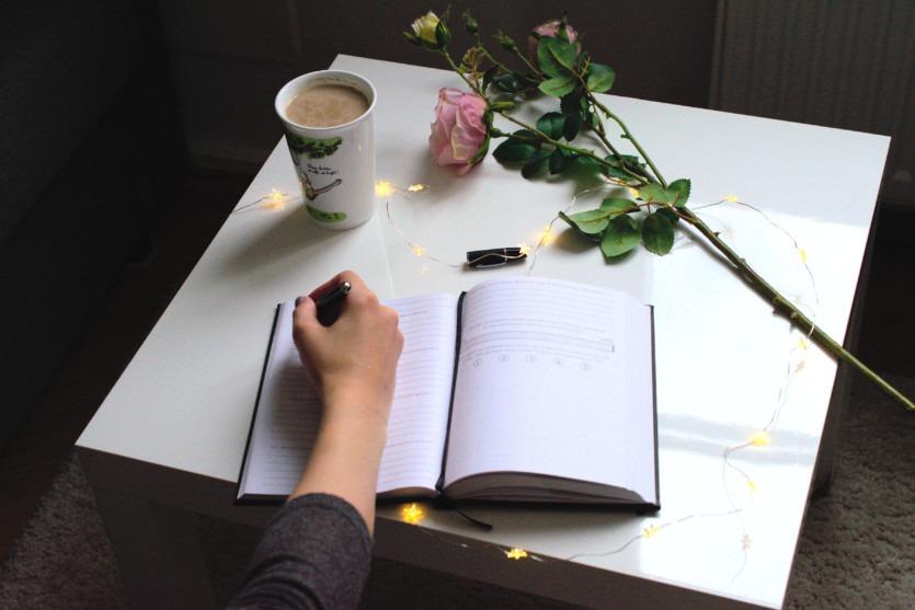 Glücklich und Zufrieden durch Journaling Tipps Tricks Anleitung